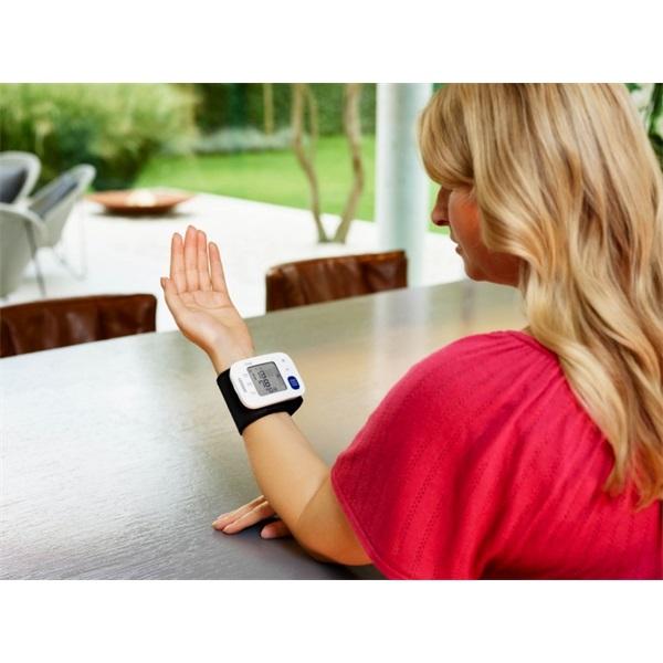 Omron RS4 intellisense csuklós vérnyomásmérő - 3